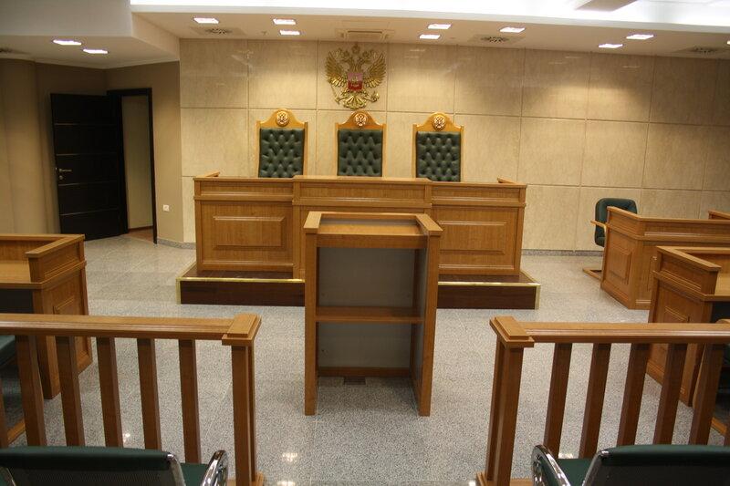 Мебель для залов судебных заседаний.