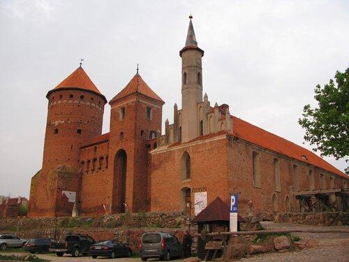 Замок Россел, фото Валерия Смолика, 2012 г.
