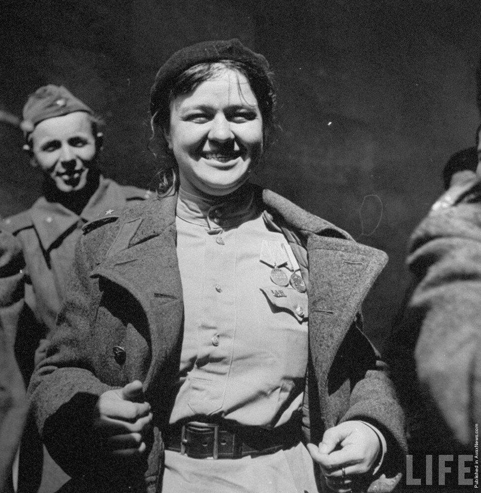 Русская девушка солдат
