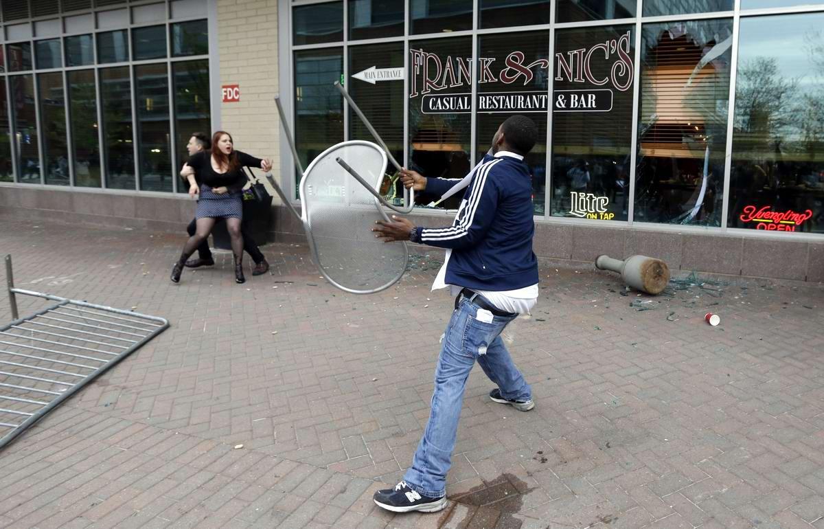 Конец полицейскому государству: Массовые протесты и уличные погромы в Балтиморе (США) (47)