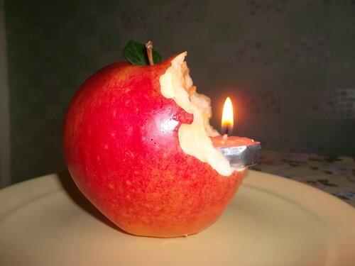 Яблоко-подсвечник