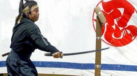 В Японии пожилой мужчина атаковал риэлторов с мечом и отрубил руку директору агентства