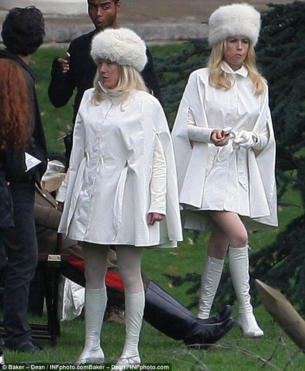 Актеры рядом со своими двойниками-каскадерами