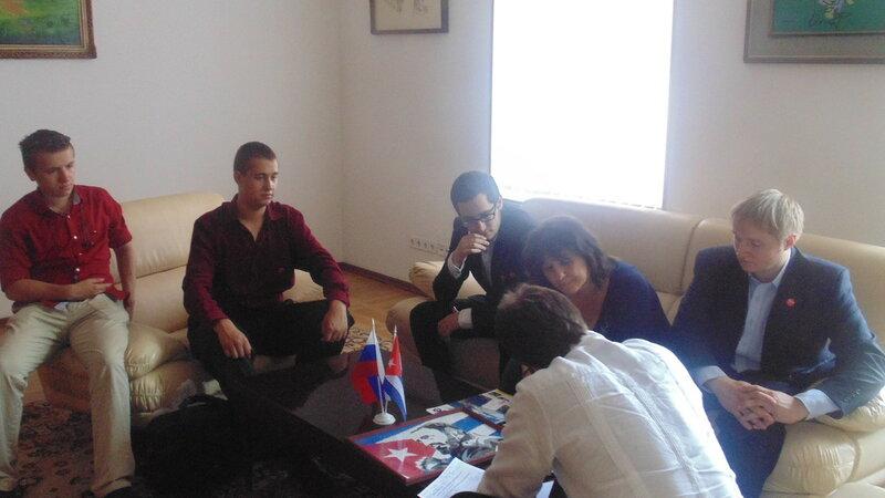 Куба посольство день рождения Фиделя дарим.JPG