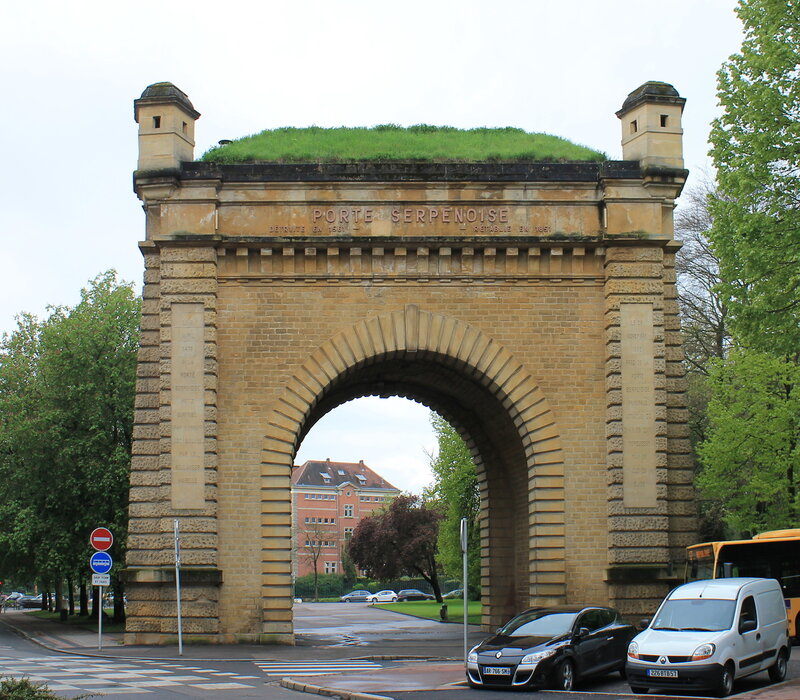 Франция, Мец. Змеиные ворота.Порт Серпенауз. Porte Serpenoise, Metz, France