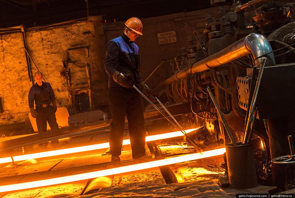 Стальным прокатом диаметром 15 мм, выпущенным на Серовском металлургическом заводе с 1999 года,