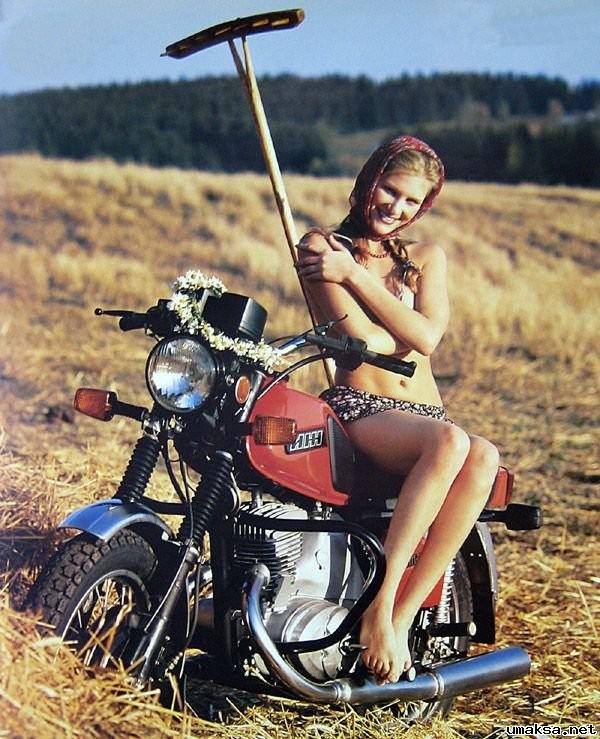 фото девушек голых на мотоциклах