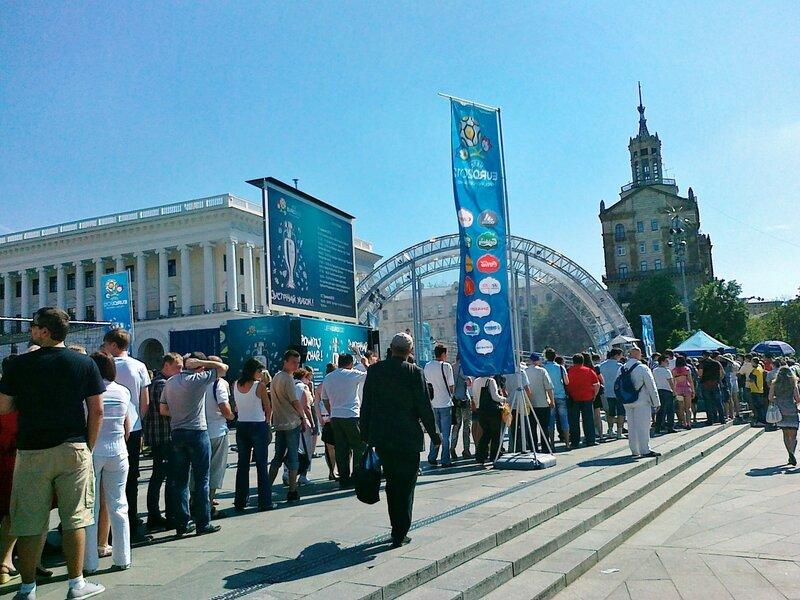 Очередь к Кубку УЕФА на Майдане Незалежности