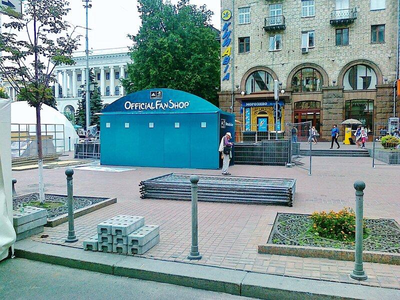 Магазин для фанов Евро 2012 на Крещатике