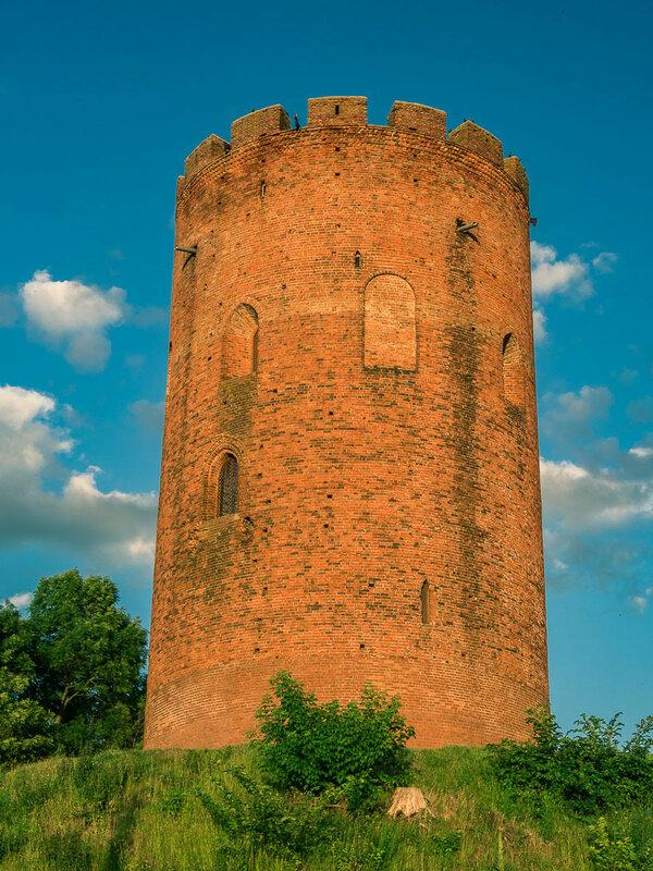 В конце концов я попадаю в Каменец и добираюсь до цели — башни-донжона. XIII век.