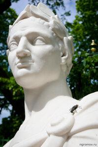 Грустный привет Борису Смелову (муха, скульптура)