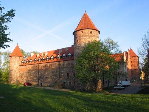 Замок Бютов, фото В. Смолика, 2012 г.