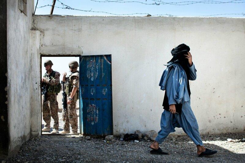 Afghanistan.<br />Checkpoint 4.1 uden for Gereshk bemandet af det afganske militær ANA. De danske kommer jævnligt forbi kontrolposterne.