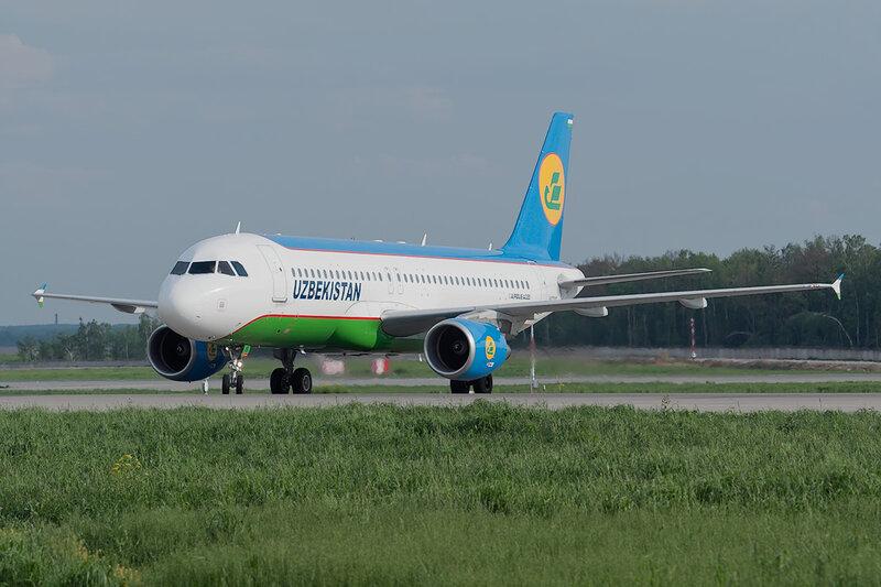 Airbus A320-214 (UK-32015) Uzbekistan DSC0480