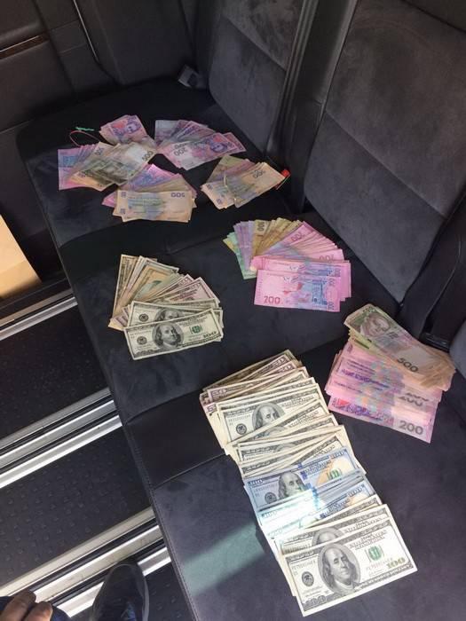 Двое сумских таможенников задержаны за систематическое получение взяток. Изъято $8 тысяч, - СБУ. ФОТО