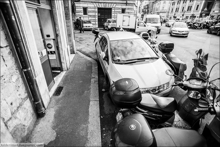 мотоциклы на парковке в Риме