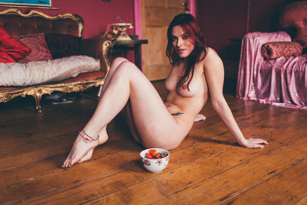 Клубничные моменты с Сарой / фотограф Jakub Taylor