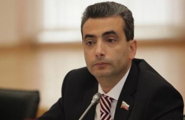 Рассказавшему опсковских десантниках депутату отказались вернуть мандат