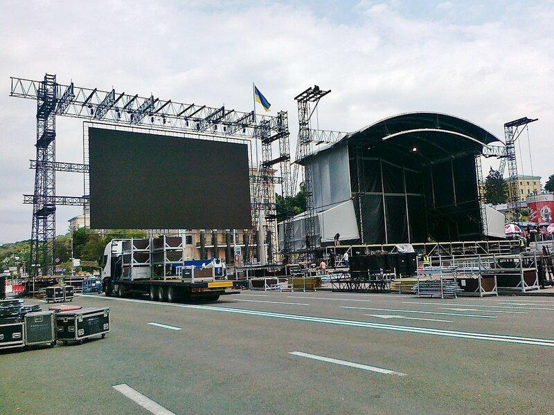Большой экран фан-зоны Евро 2012 на Майдане Незалежности