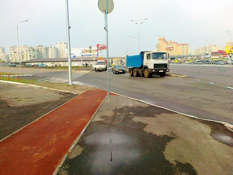 Новое покрытие пешеходной дорожки и новая велодорожка