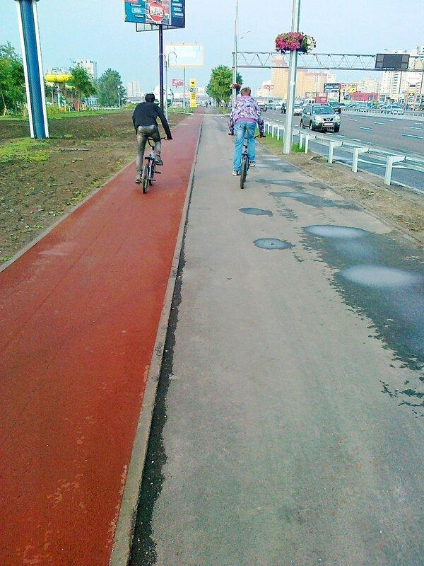 Велодорожка на проспекте Бажана