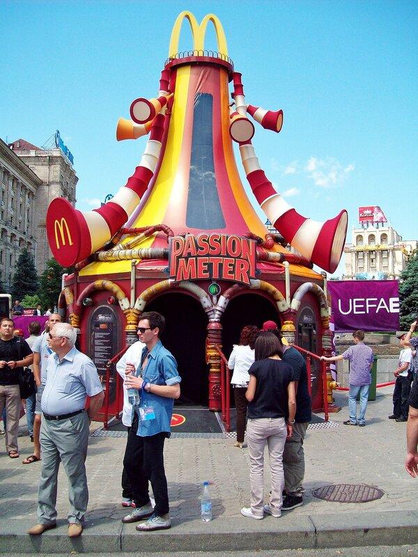 Павильон фан-зоны Евро 2012 на Майдане