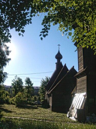 Церковь-двор (с HDR)
