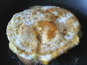 Яичница на хлебе