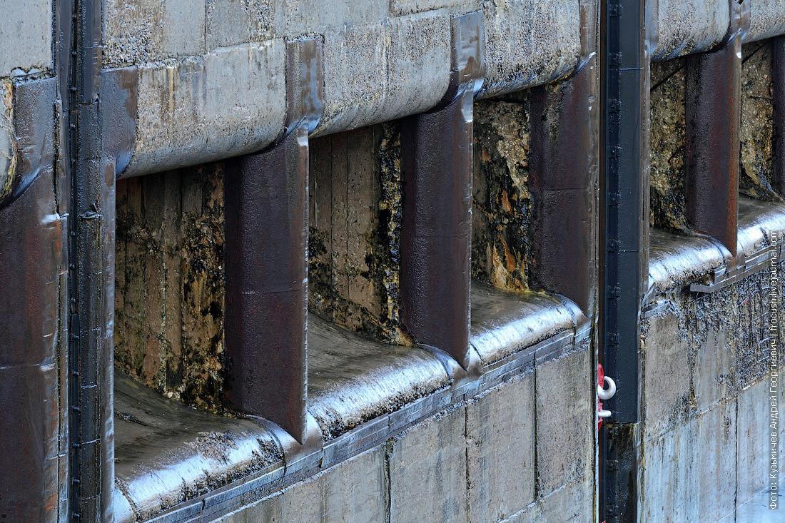 стенка нижней камеры шлюза речной круиз Русь Великая