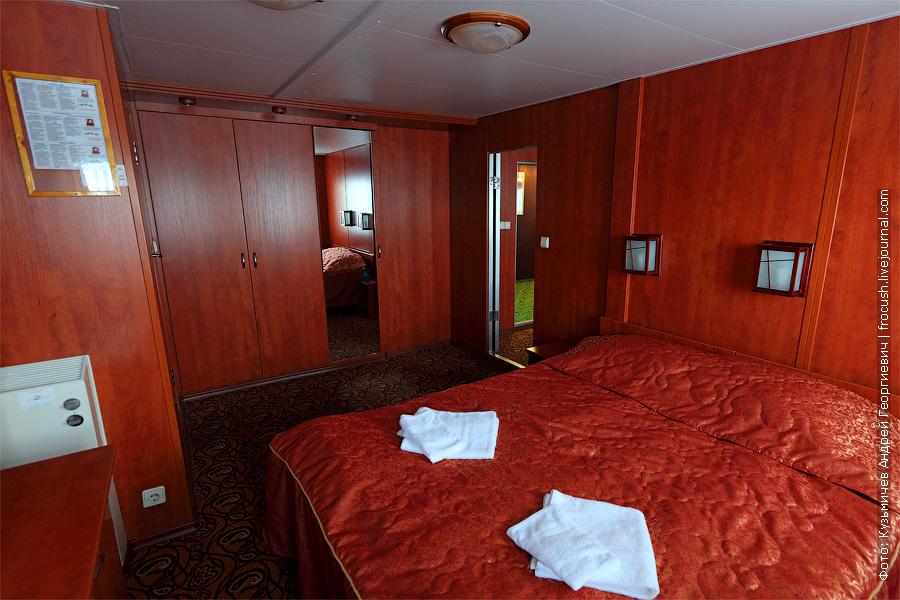 Вторая комната люкса. Спальня. фотография. теплоход «Кронштадт»