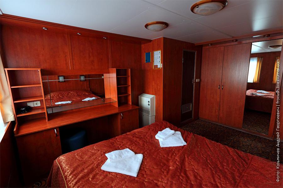 Вторая комната люкса. Спальня. фото. теплоход «Кронштадт»