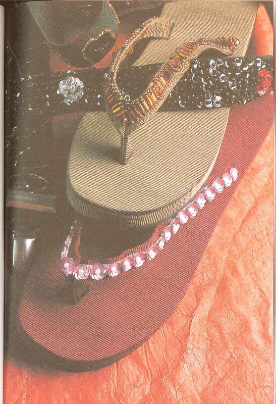 Снова в моде расшитые бисером босоножки, так популярные в 70-х годах прошлого века.  Вколите иглу в ткань перемычки...