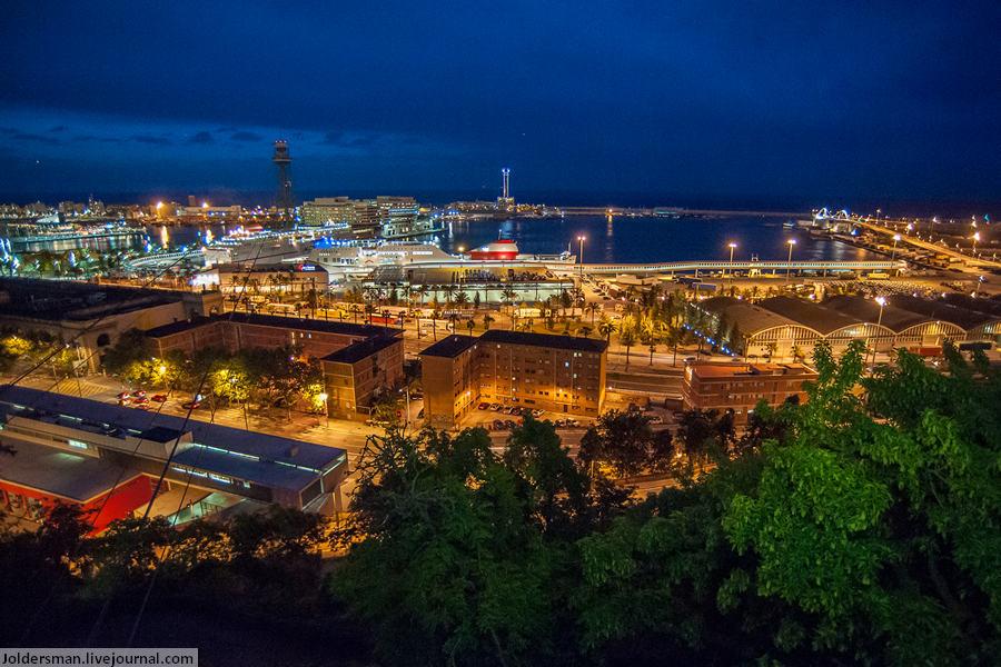 Вид на порт Барселоны вечером