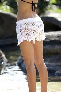 Пляж и песок, шорты и крючок