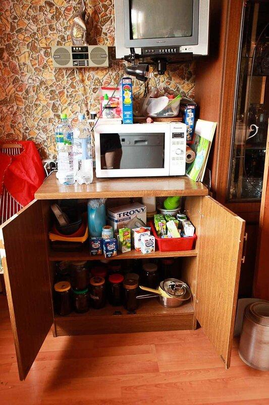 смотреть как женщина срет на кухне