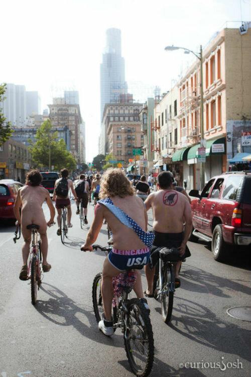 голый велопробег