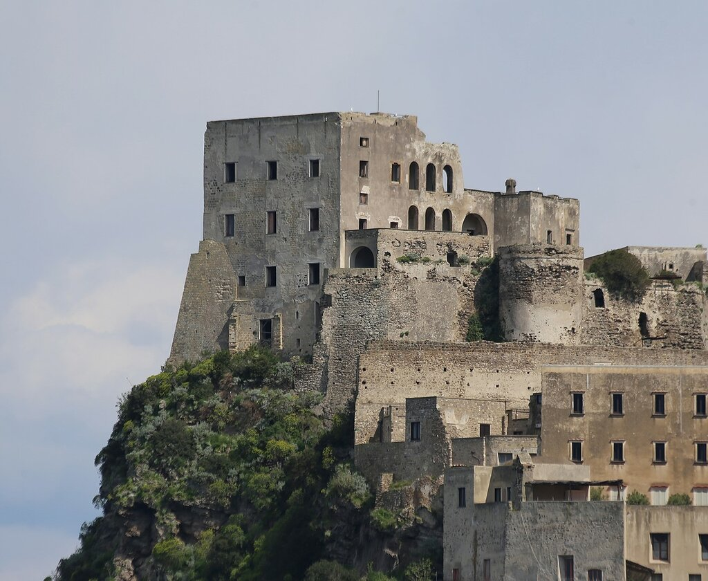 Aragonese castle. Hotel Albergo Il Monasterio
