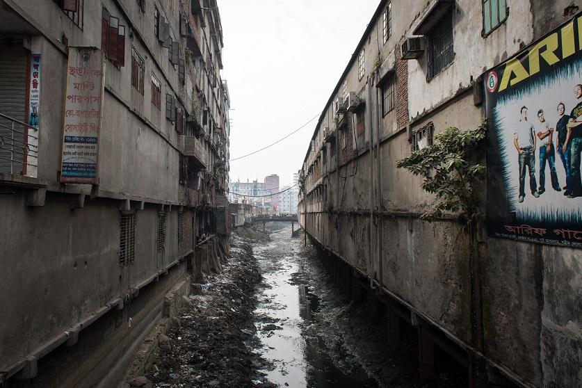 Неофициальное производство — причина загрязнения окружающей среды в Дакке.