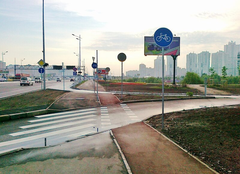 Пешеходный переход на проспекте Бажана