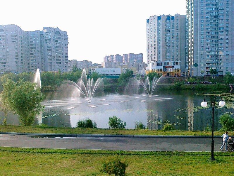 Озеро на проспекте Бажана