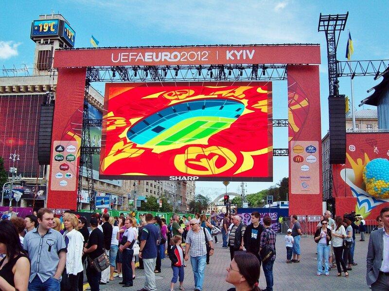 Большой экран фан-зоны Евро 2012 в Киеве