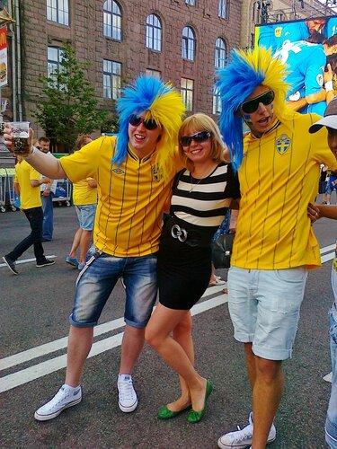 Шведские футбольные фаны в Киеве