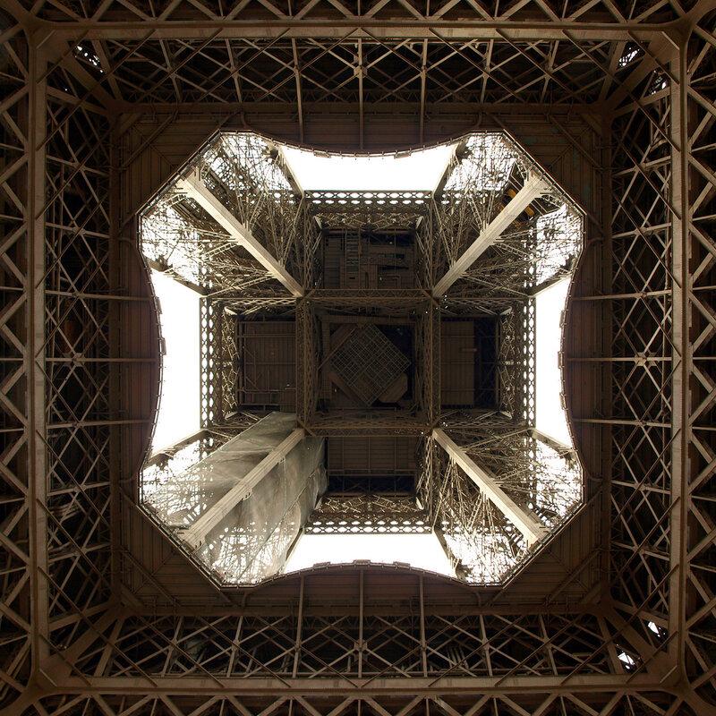 Эйфелева башня. Взгляд снизу.