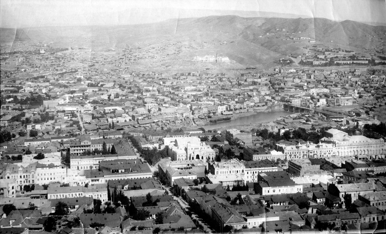 Вид на Казенный театр и левый берег Куры