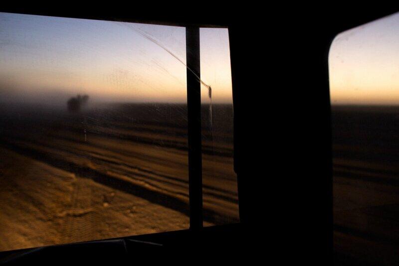 Afghanistan.<br />En dansk forsyningskonvoj forlader Patrol Baseline og forsvinder ud i ørkenen. Helmand.