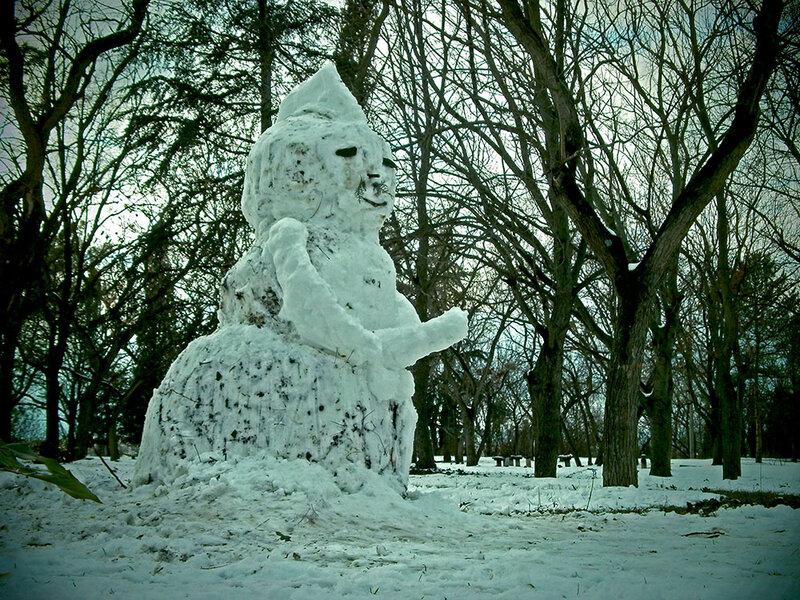снеговик с большим улыбкой