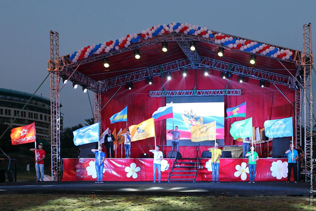 лагерь Жемчужина России концерт на стадионе Антей флаги санаториев