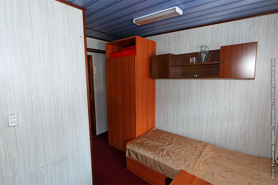Двухместная каюта увеличенной площади с удобствами №24 на средней палубе. Категория каюты А2+(I). Кондиционер и две односпальные кровати в каюте. Теплоход «Башкортостан». Фотографии интерьеров