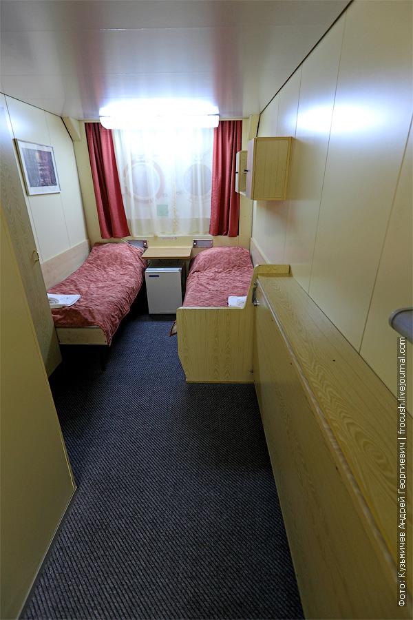 А это нижняя палуба. Трехместная одноярусная каюта со всеми удобствами №110. В каюте есть холодильник. кондиционер, радио, шкаф для одежды, санузел. теплоход «Константин Федин»