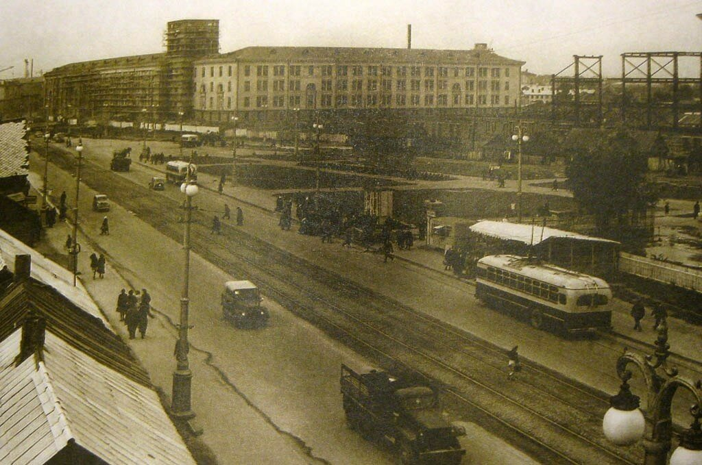 1956 Минск. Площадь Якуба Коласа. Идет активная застройка.jpg